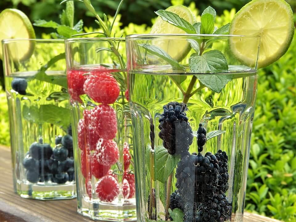 An heißen tagen ist es wichtig, auf ausreichend Flüssigkeitszufuhr zu achten: Viel trinken!